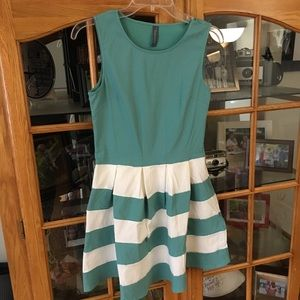 Dresses & Skirts - NWOT Cute & fun short sundress